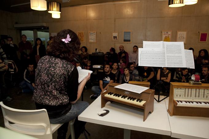 Foto presentación del Libro Postales en tránsito MuVIM Valencia
